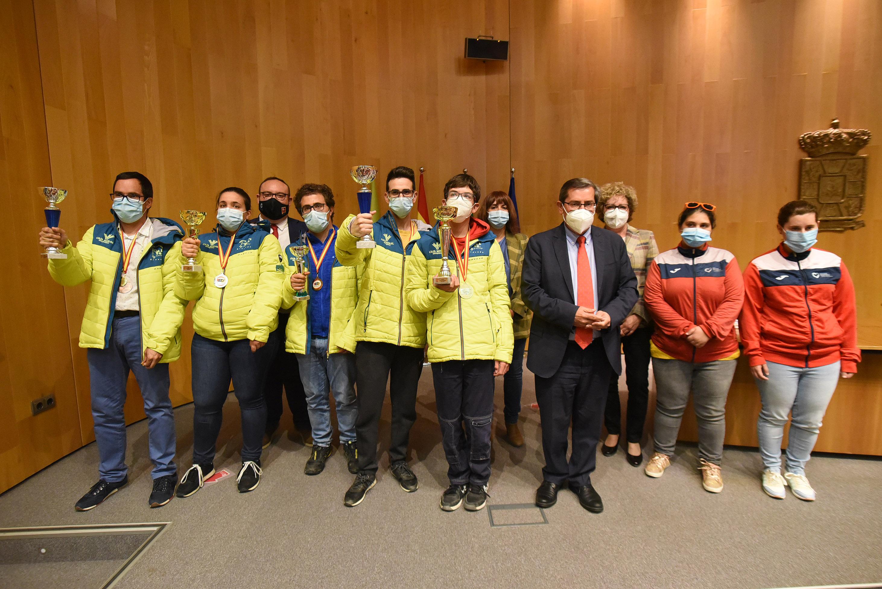 Diputación homenajea a 21 esquiadores con discapacidad que han competido en el Campeonato de España en Sierra Nevada
