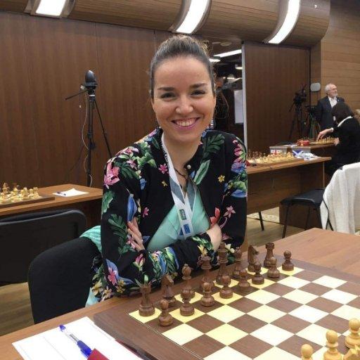 Sabrina Vega, campeona de ajedrez de España, imparte una conferencia en La Zubia