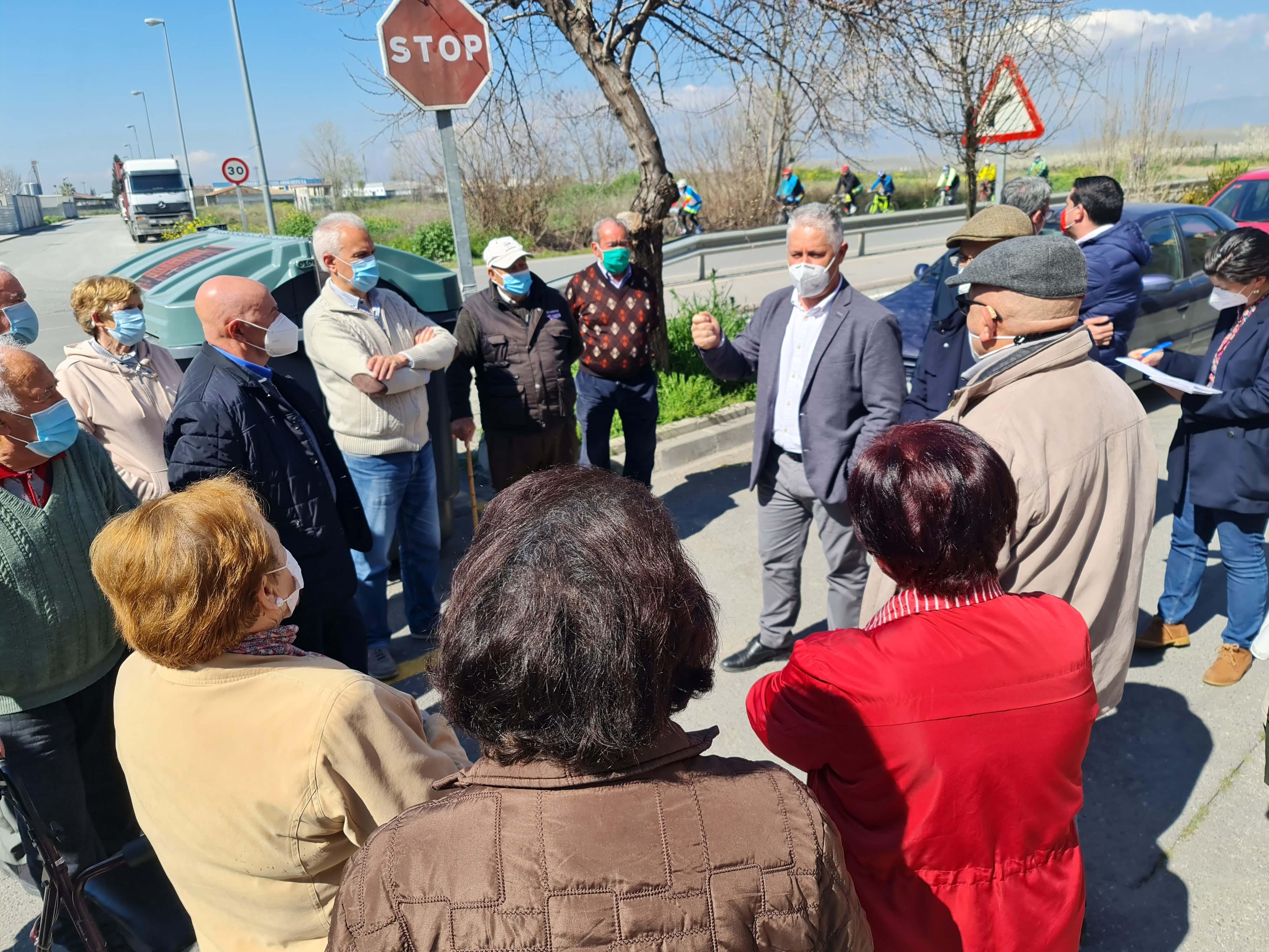 Diputación mejora la seguridad de la carretera que cruza el barrio de La Pulga, en Santa Fe