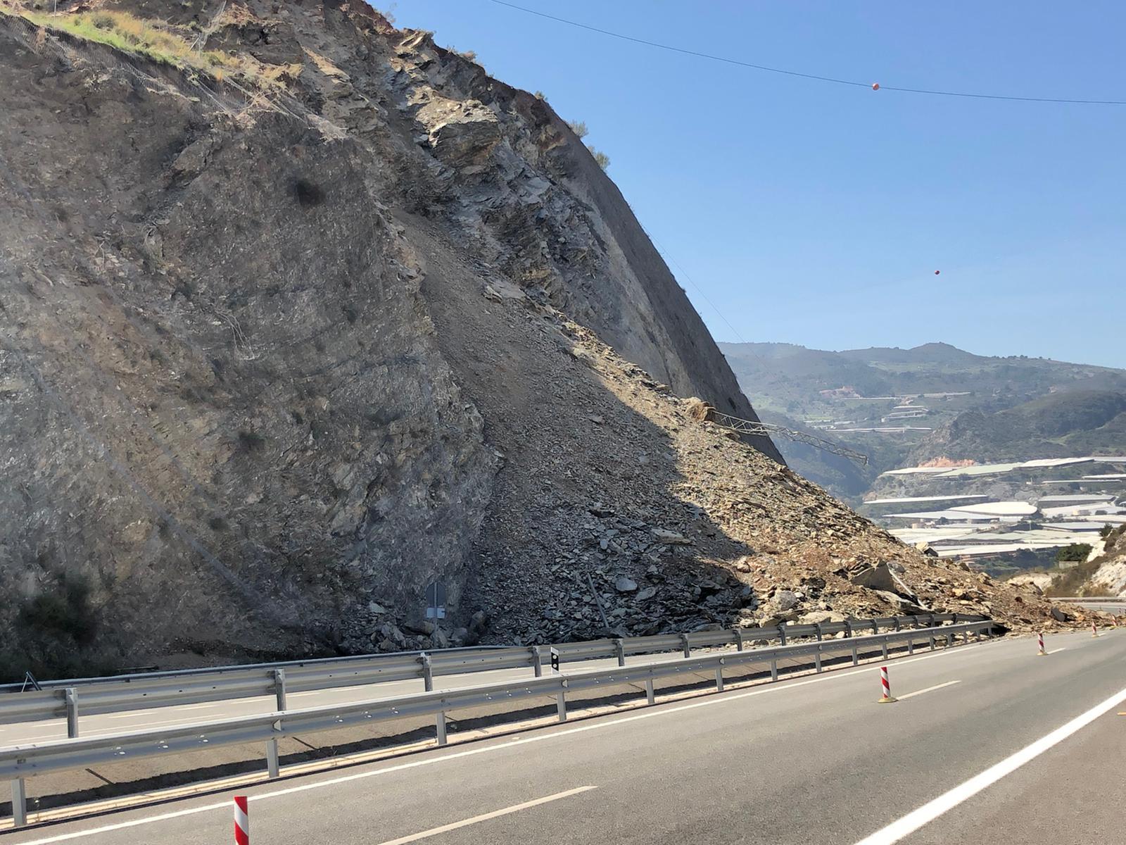 Investigadores de la UGR analizan el deslizamiento del talud de la autovía A-7 en Castell de Ferro