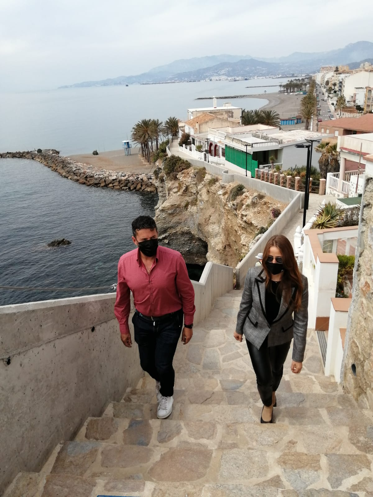 Torrenueva recupera los entornos del antiguo aljibe y del sendero natural turístico que bordea la costa