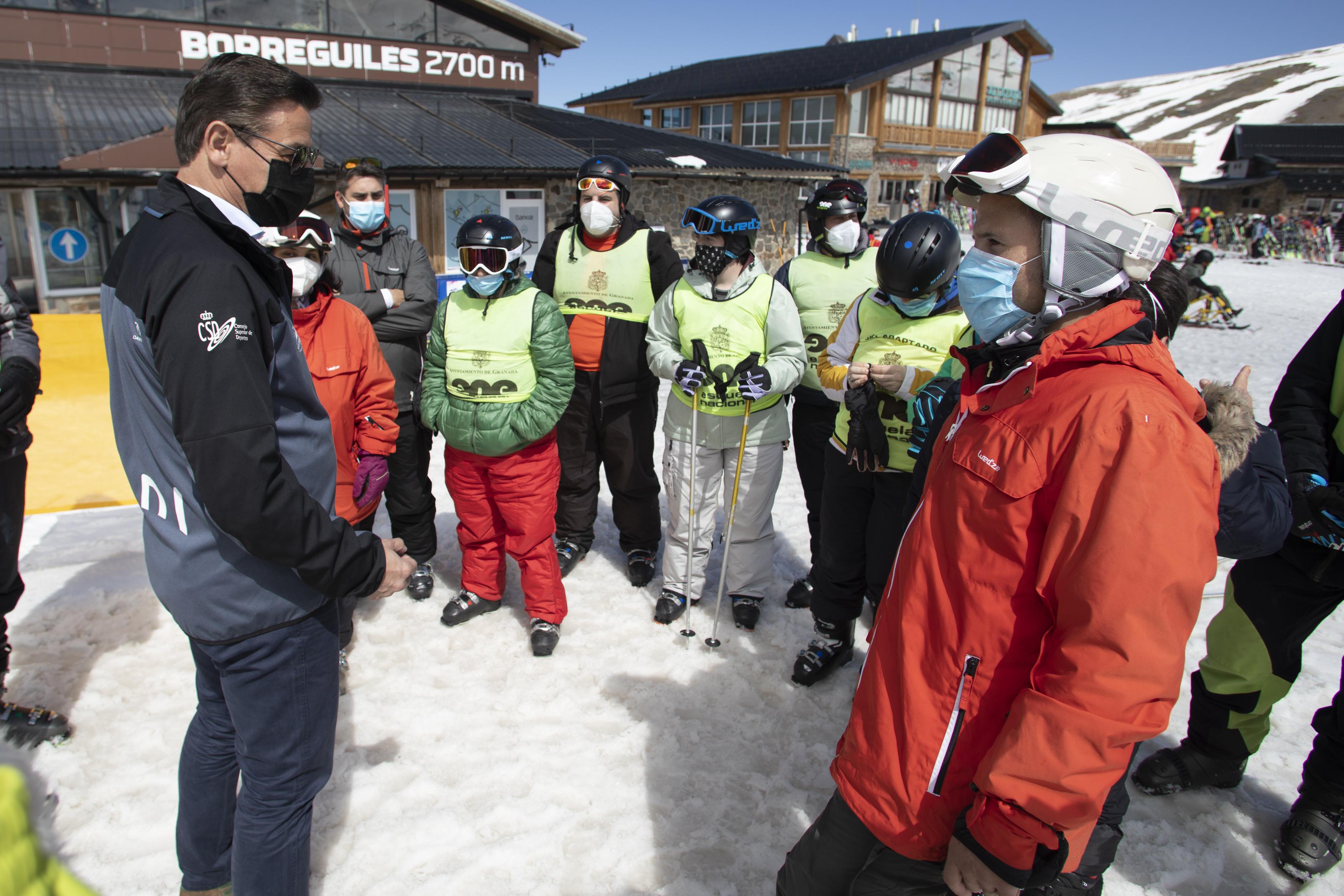 Comienza en Granada la campaña de esquí para personas con discapacidad