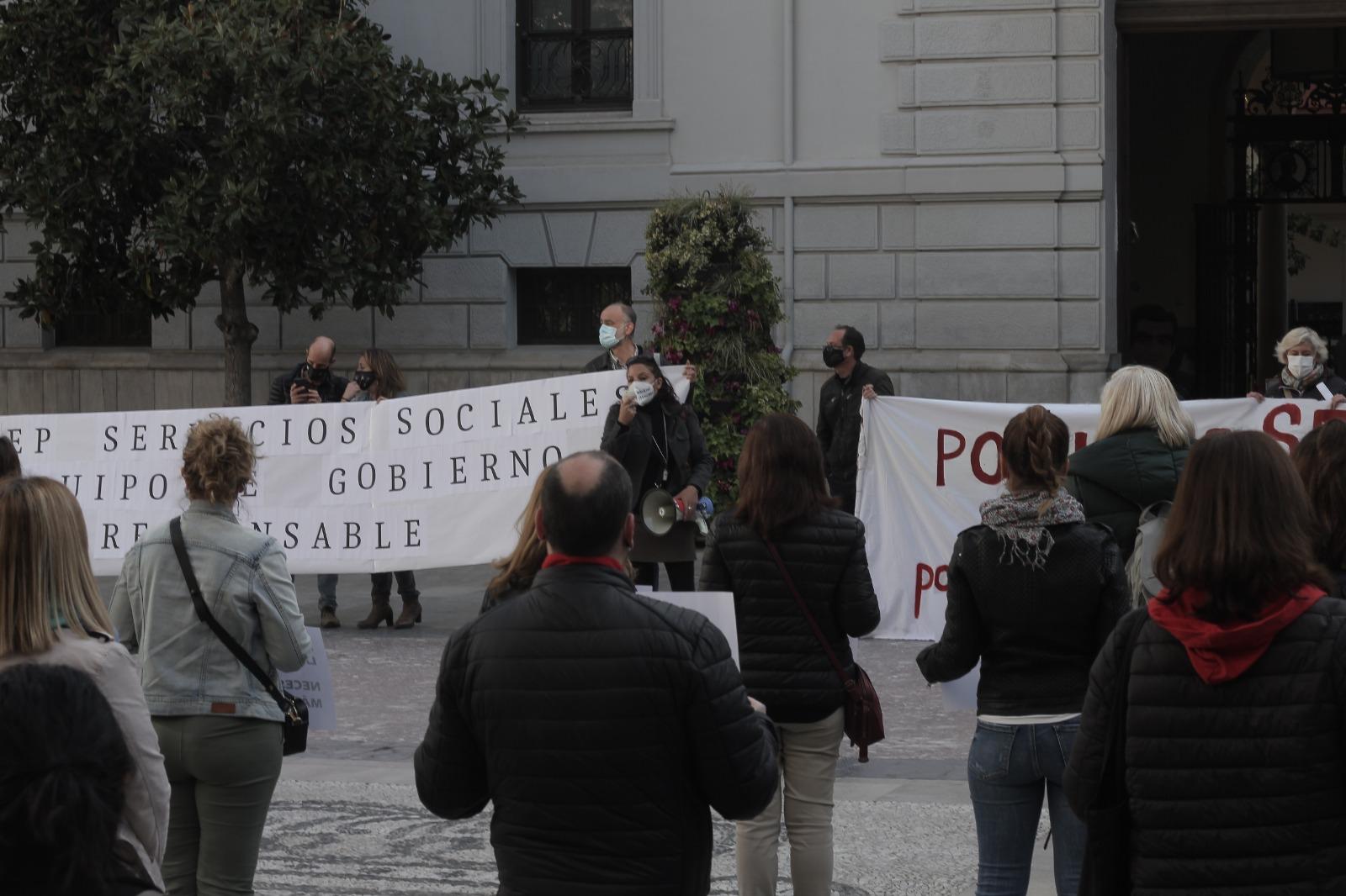 Los Servicios Sociales municipales exigen recursos públicos para poder afrontar la crisis social derivada de la pandemia