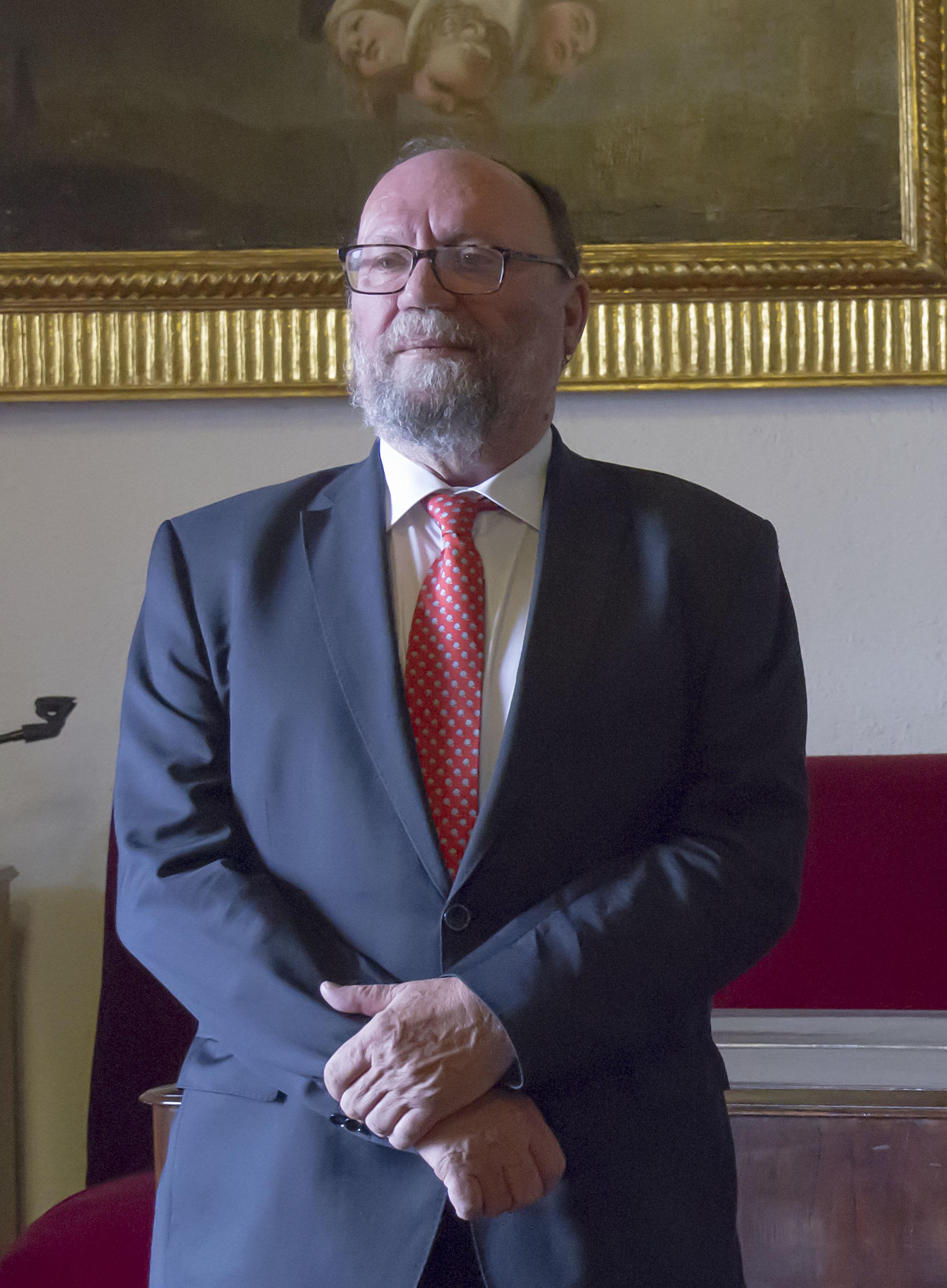 Francisco González Lodeiro toma posesión como nuevo presidente de la Academia de Ciencias Matemáticas, Físico-Químicas y Naturales de Granada