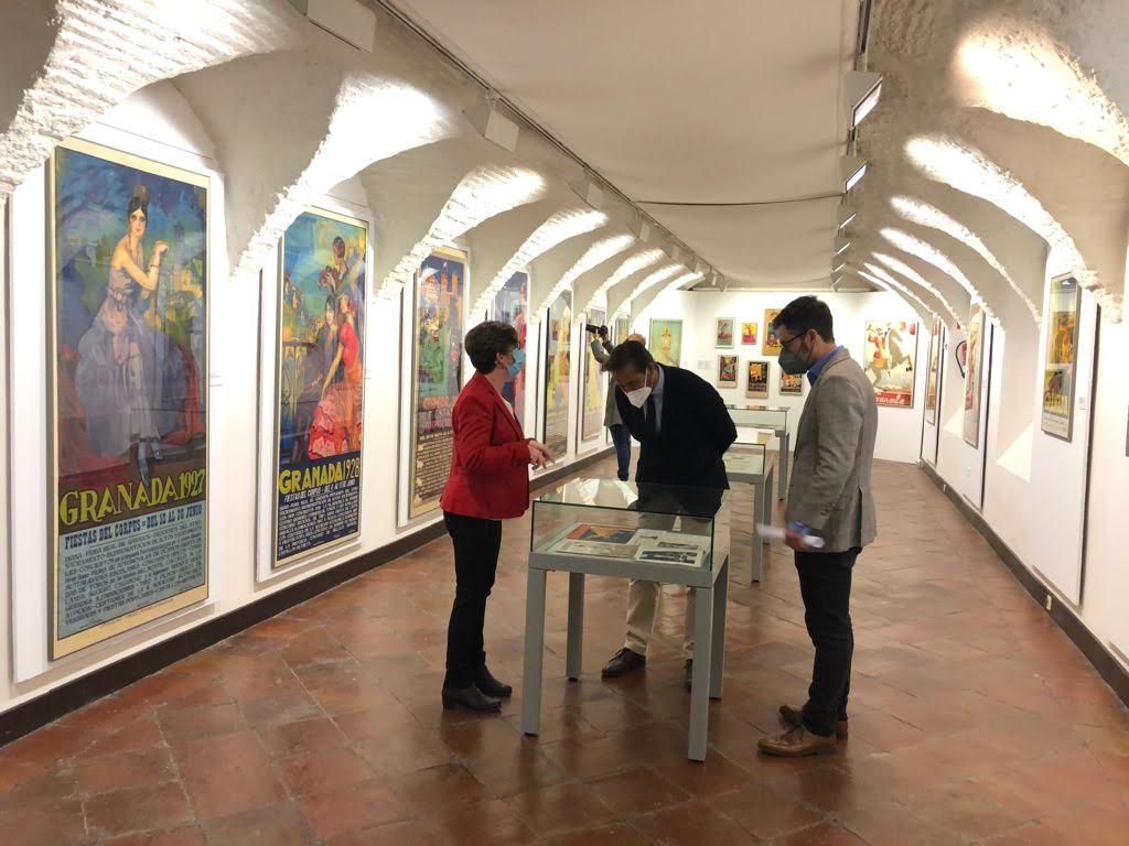 La Casa de los Tiros acoge una exposición con carteles, revistas y material documental de los siglos XIX y XX