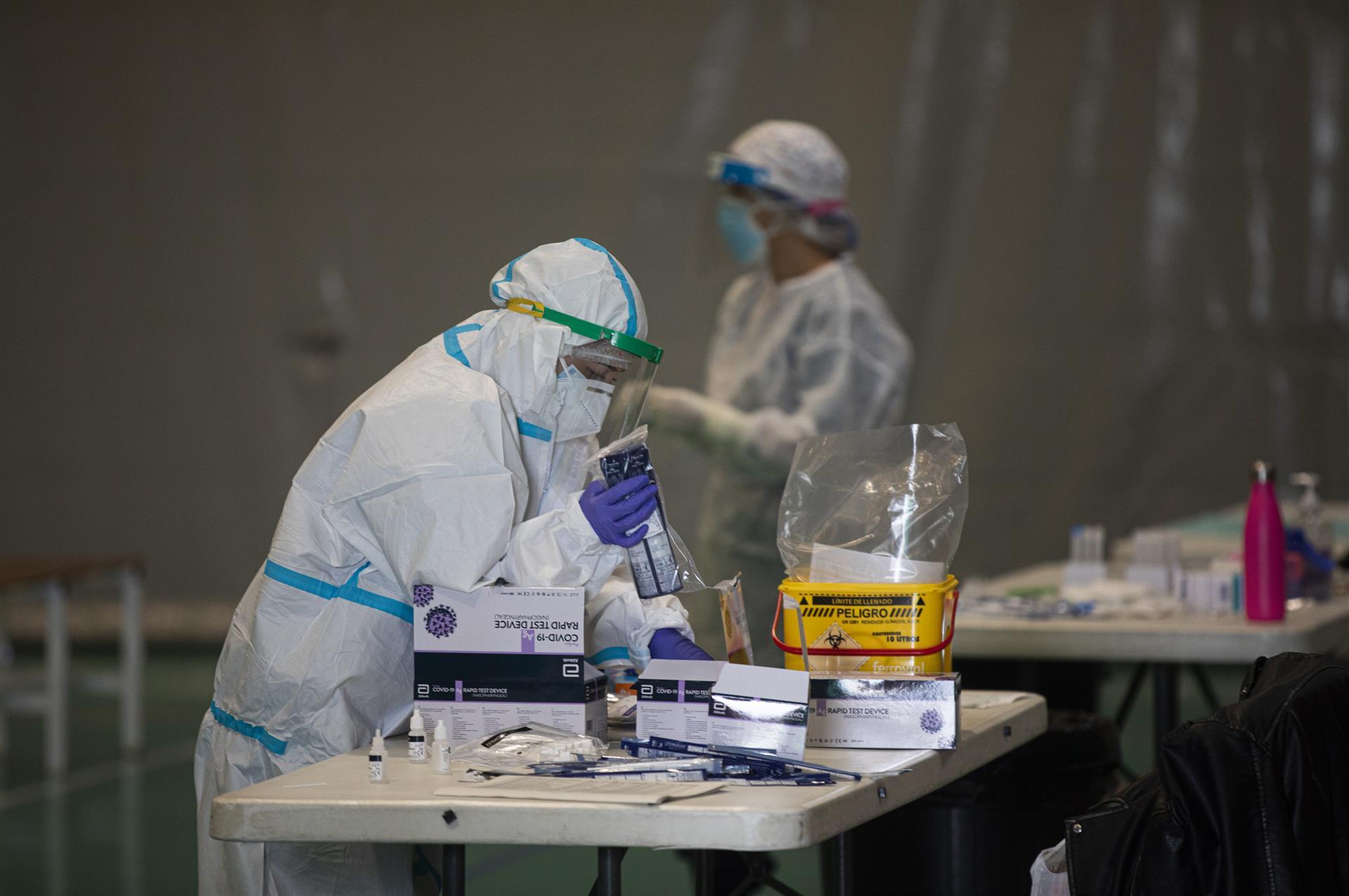 Granada mantiene 230 personas hospitalizadas, 55 de ellas en UCI