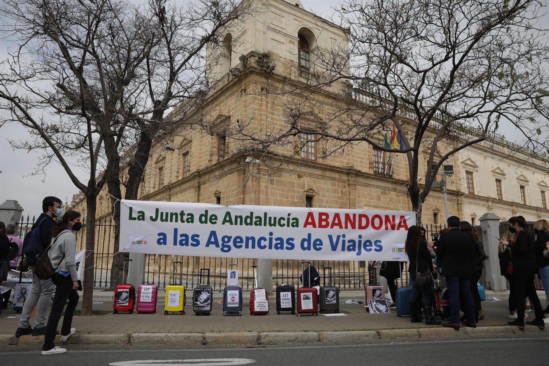 Agencias de viajes piden «respeto» a la Junta: «Llevan un año prometiendo ayudas que nunca llegan»