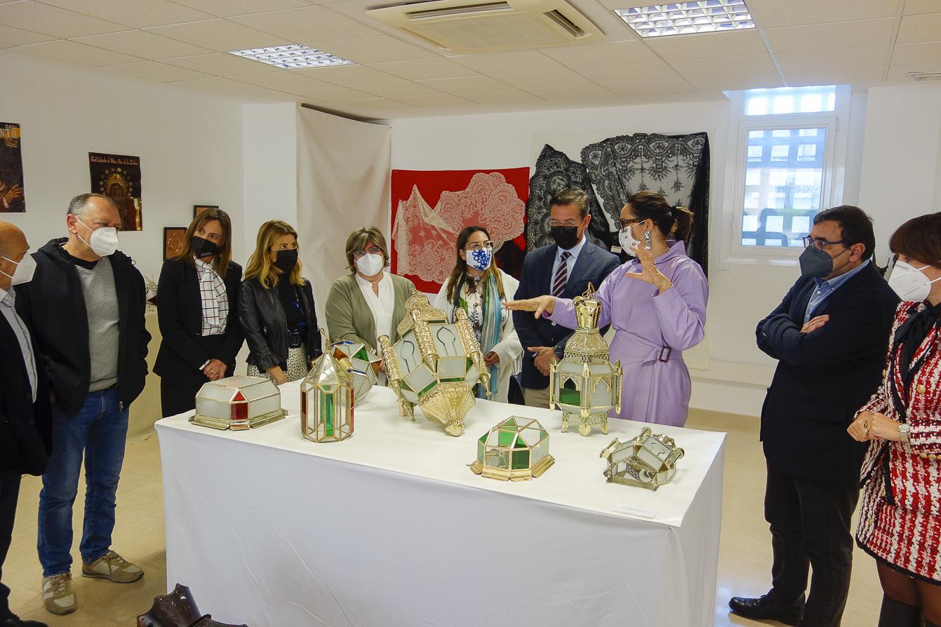 Trece artesanos exponen sus trabajos en el Centro Cultural El Gallo