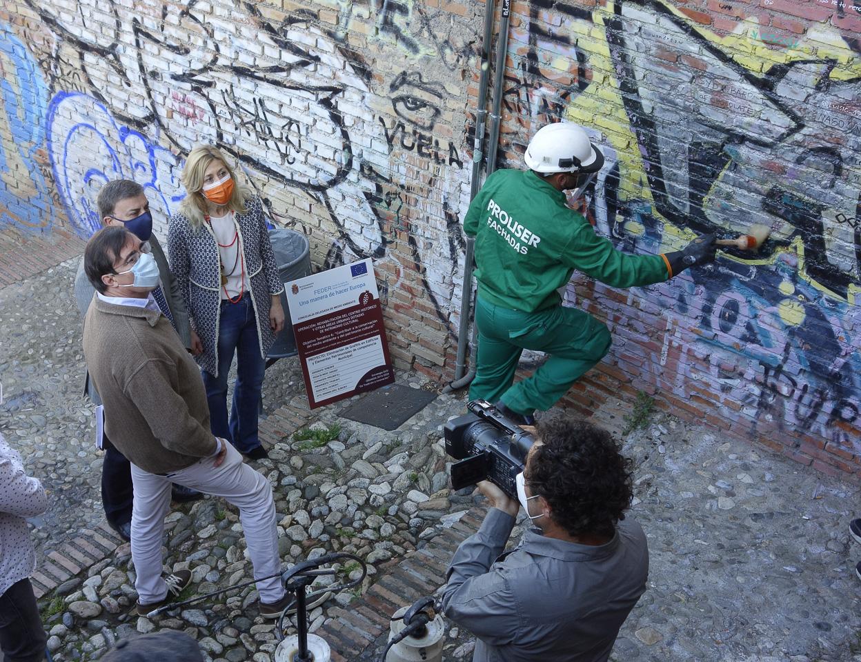 Comienzan los trabajos para limpiar 112 edificios de pintadas vandálicas