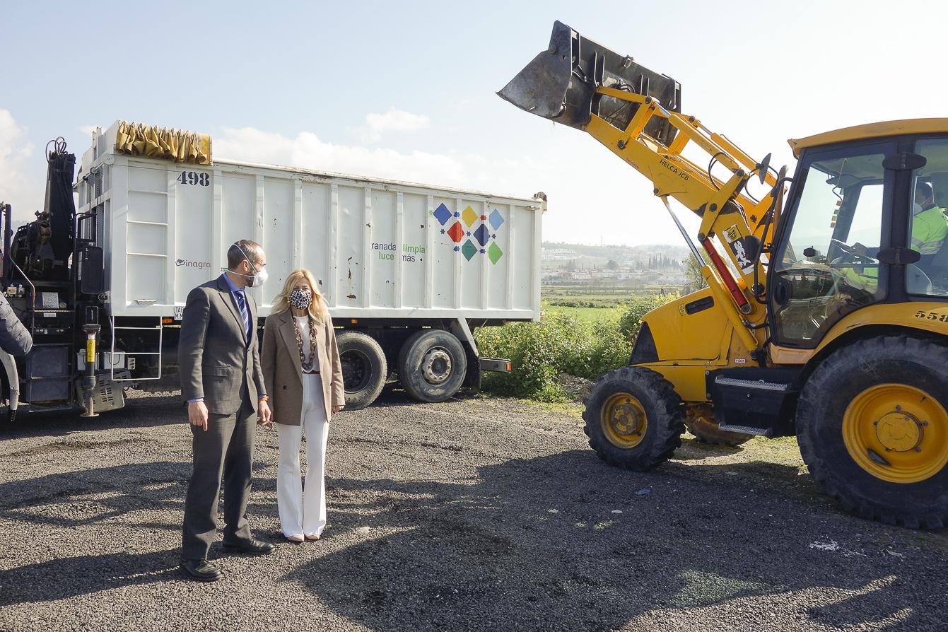 Retiran 1.000 kilos de cascajo depositado ilegalmente en el camino bajo de Huétor
