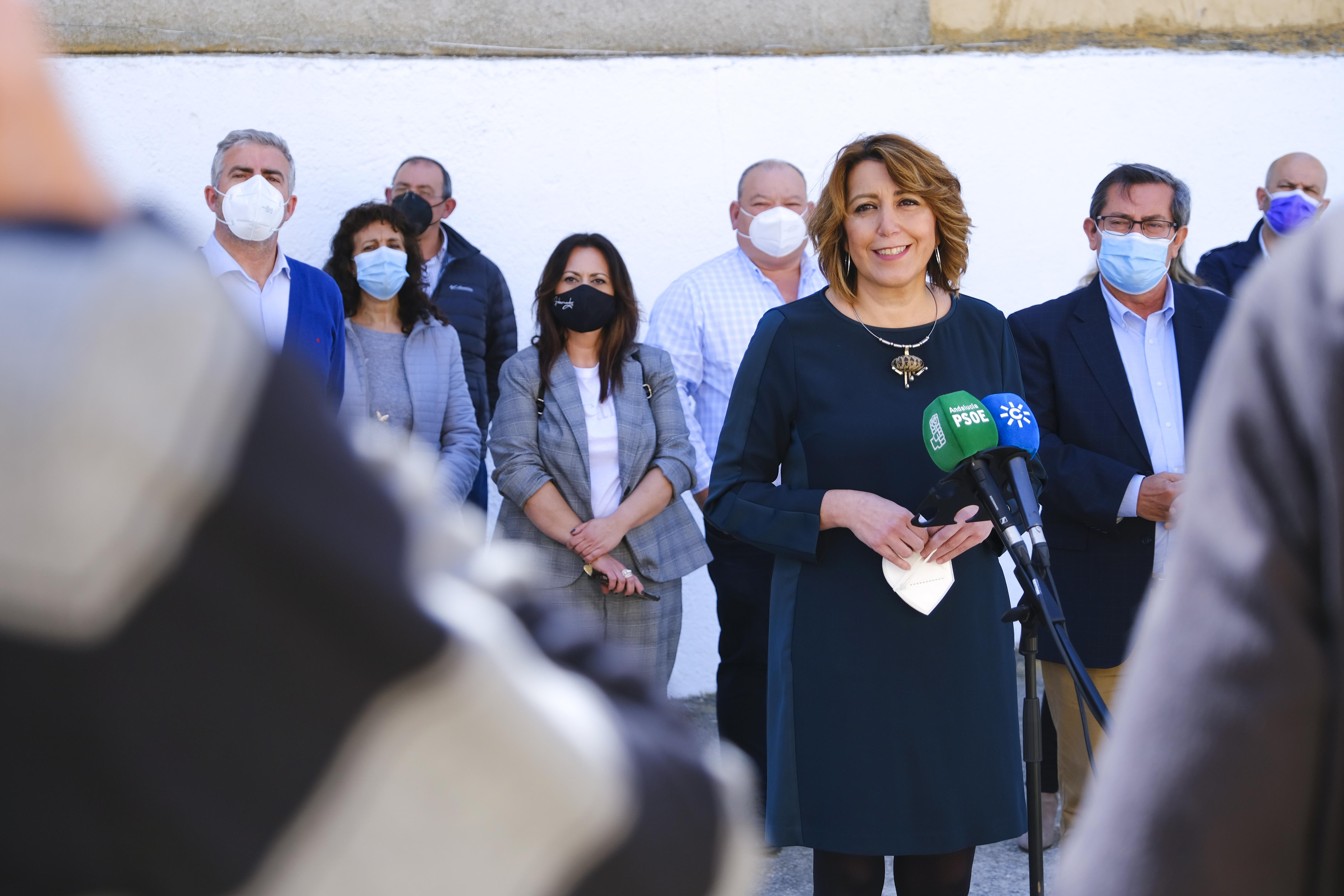 """Susana Díaz critica la """"ocurrencia"""" de Moreno Bonilla de permitir movilidad a los vacunados"""