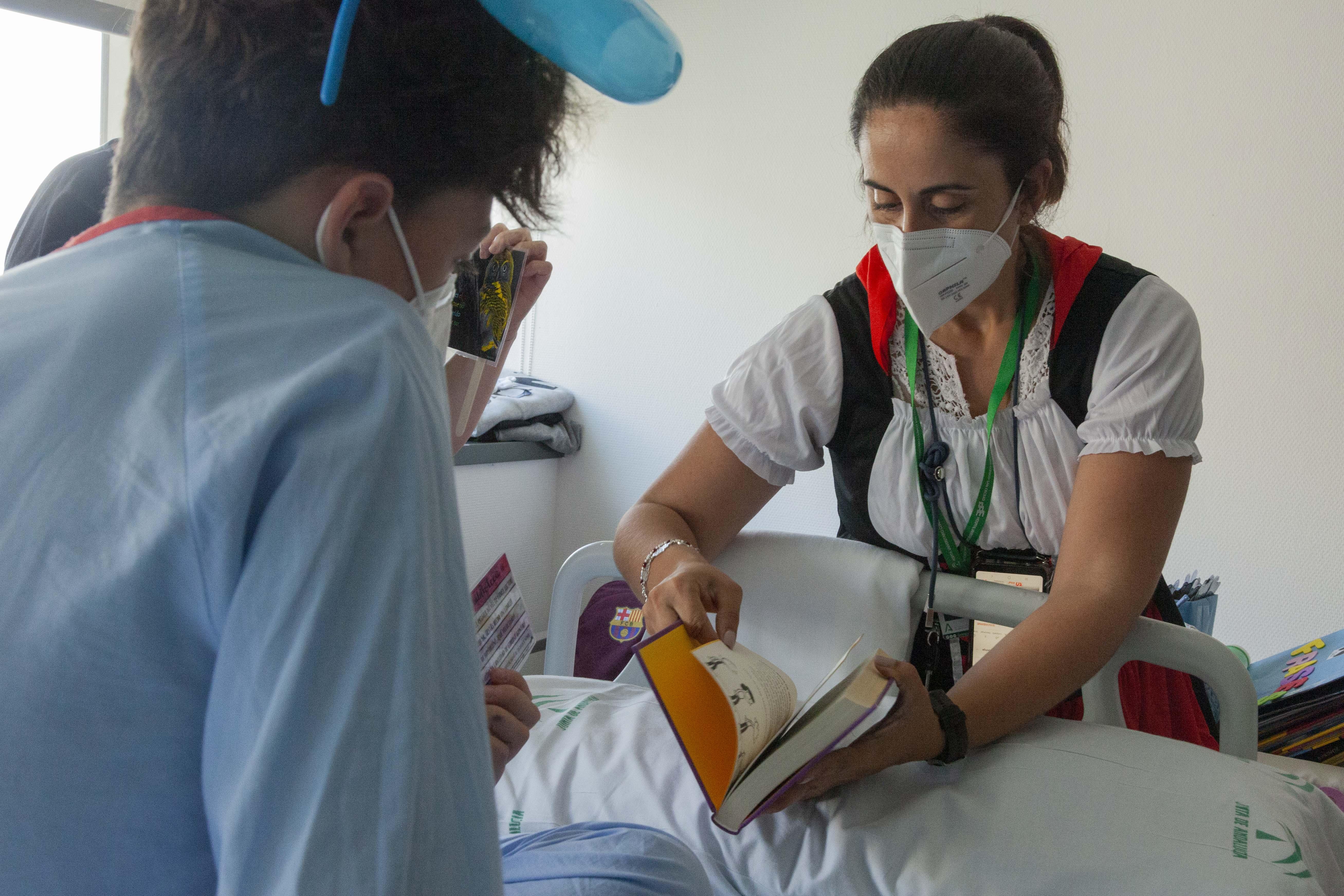 El aula hospitalaria del Clínico celebra el Día Mundial del Libro con actividades para promover la lectura