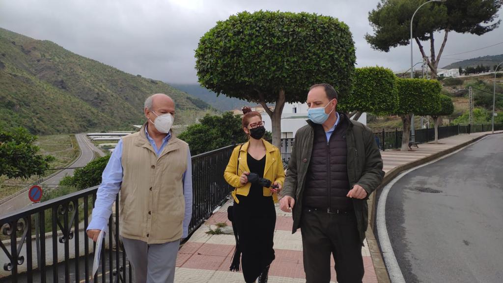 Ocaña (Vox) advierte a la Junta de la «inseguridad causada por los inmigrantes ilegales» en Granada