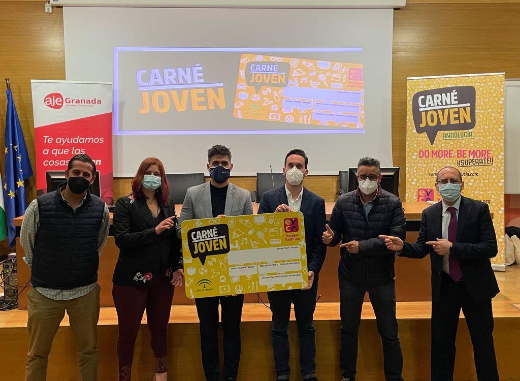 Los jóvenes adscritos al Carné Joven tendrán descuentos en los servicios que ofertan empresas de AJE