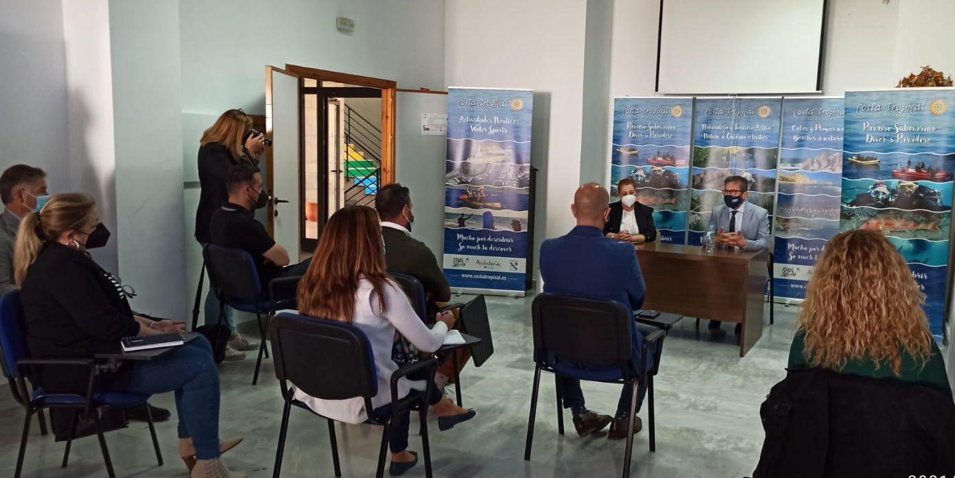 Turismo presenta a los ayuntamientos de la Costa Tropical las ayudas para el litoral