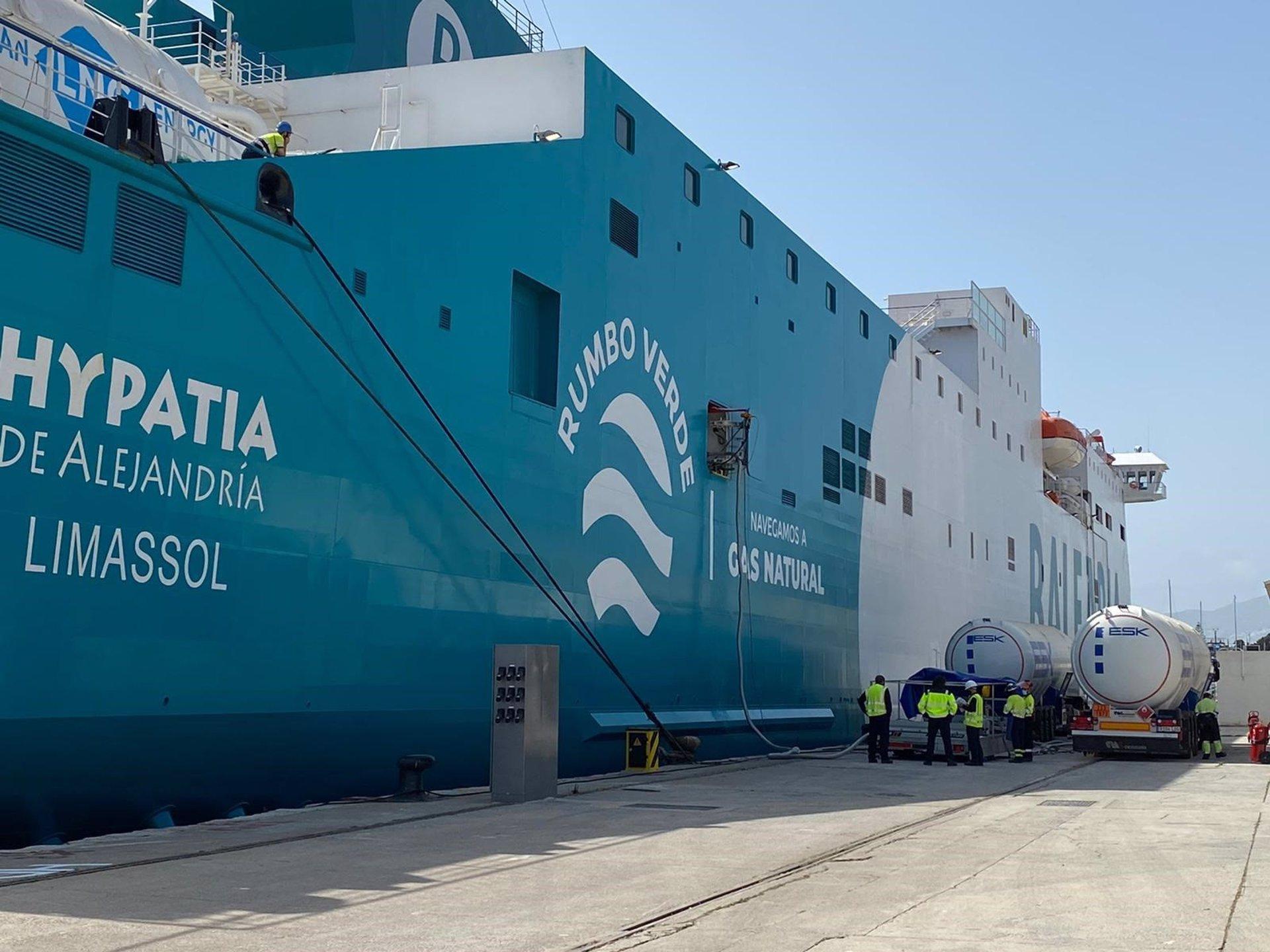 El puerto mejora su estrategia medioambiental con el suministro de Gas Natural Licuado en sus muelles