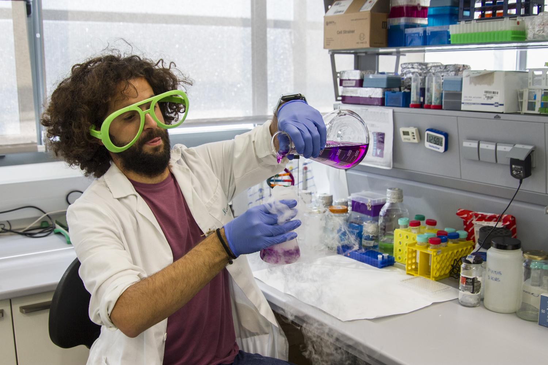 El investigador de la UGR Carlos Peris Torres, semifinalista del concurso de monólogos científicos FameLab España