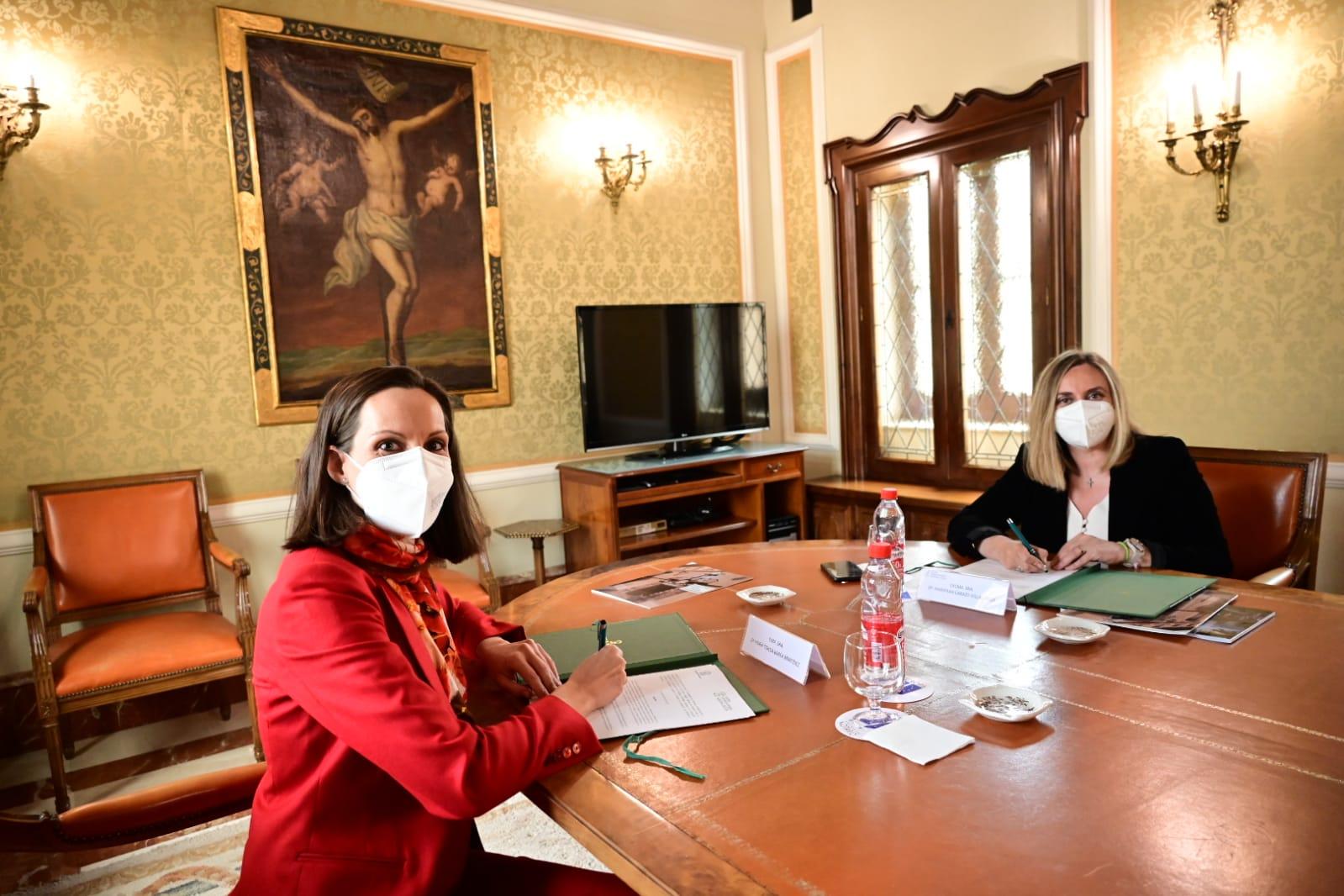 Junta y el Colegio Notarial firman un convenio en materia de legislación urbanística
