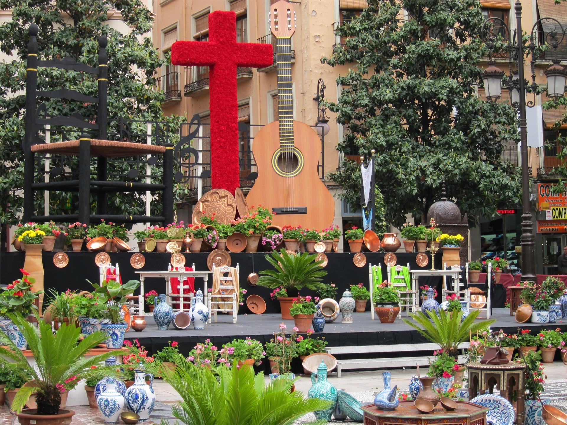 Los hosteleros animan a los granadinos a disfrutar del Día de la Cruz