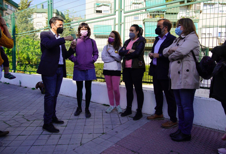 Cuenca lamenta el cierre de líneas escolares en los colegios de Granada