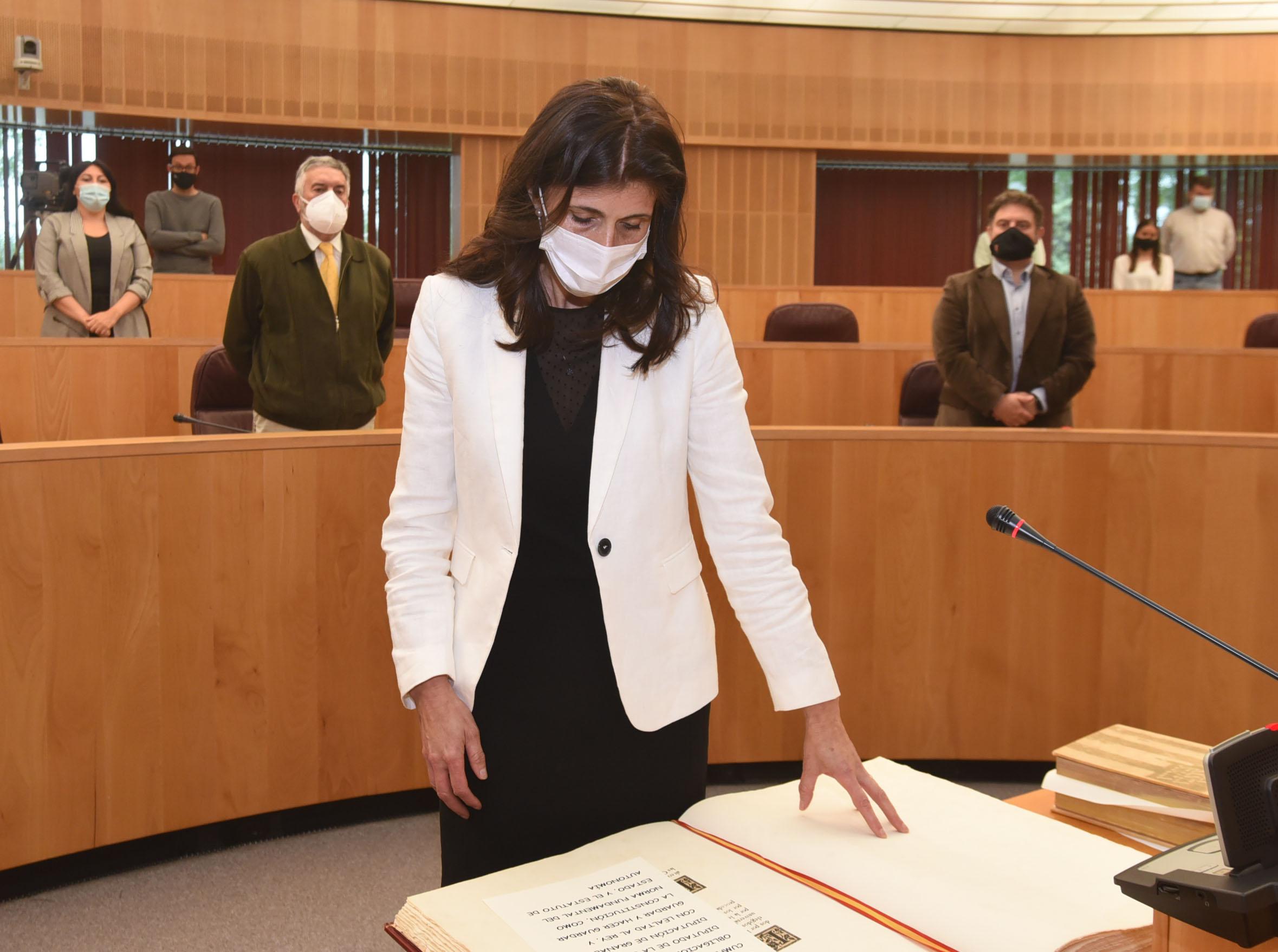 Ana María Ruiz toma posesión como diputada provincial