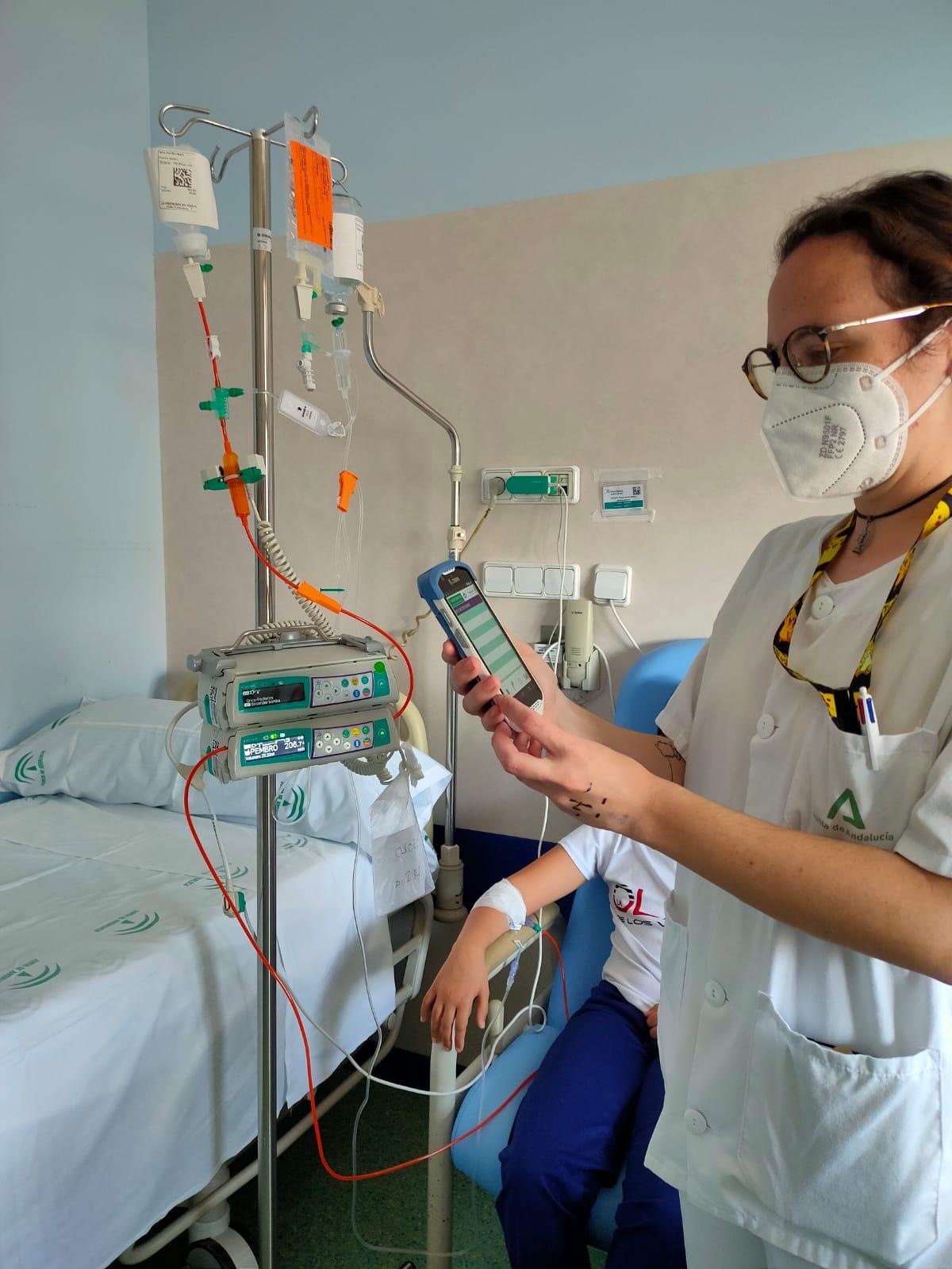 El Hospital Virgen de las Nieves administra quimioterapia a menores con un nuevo sistema más seguro