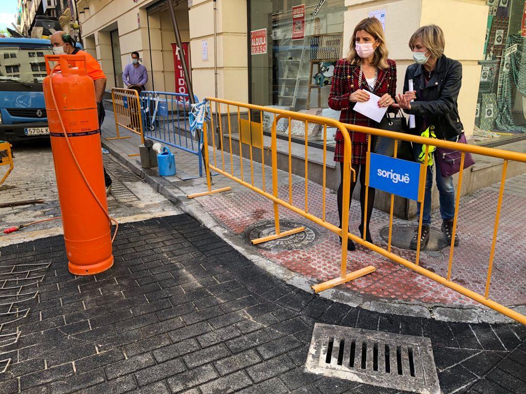 Reforman el pavimento de la calle Abén Humeya