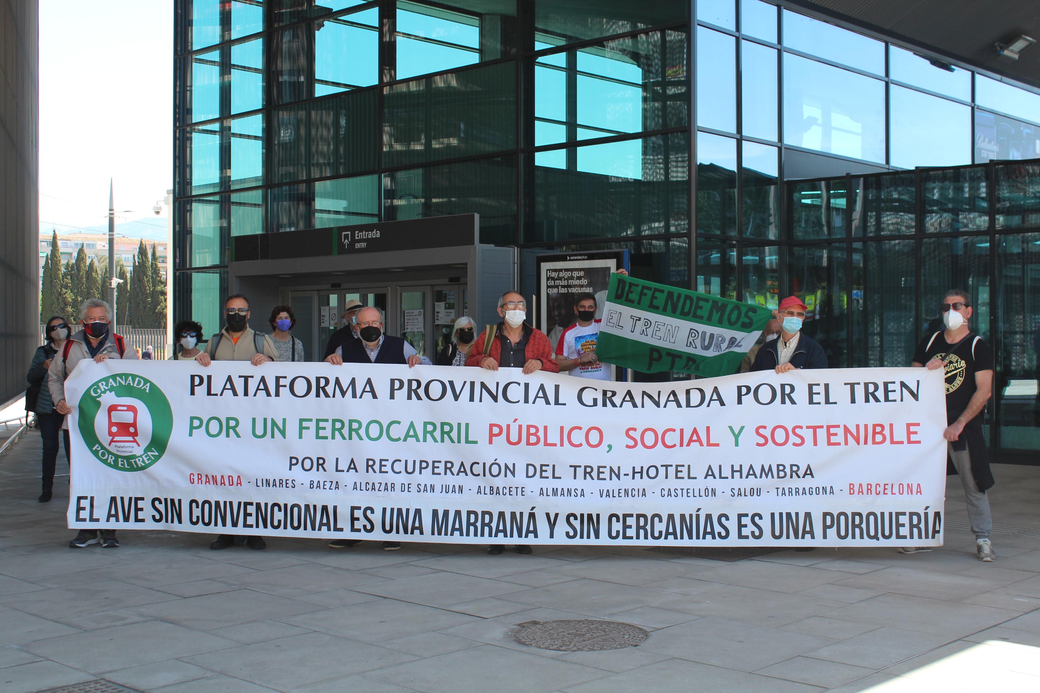 Las Plataformas por el Tren de Granada y Almería claman en Guadix por un tren de todo y para todos