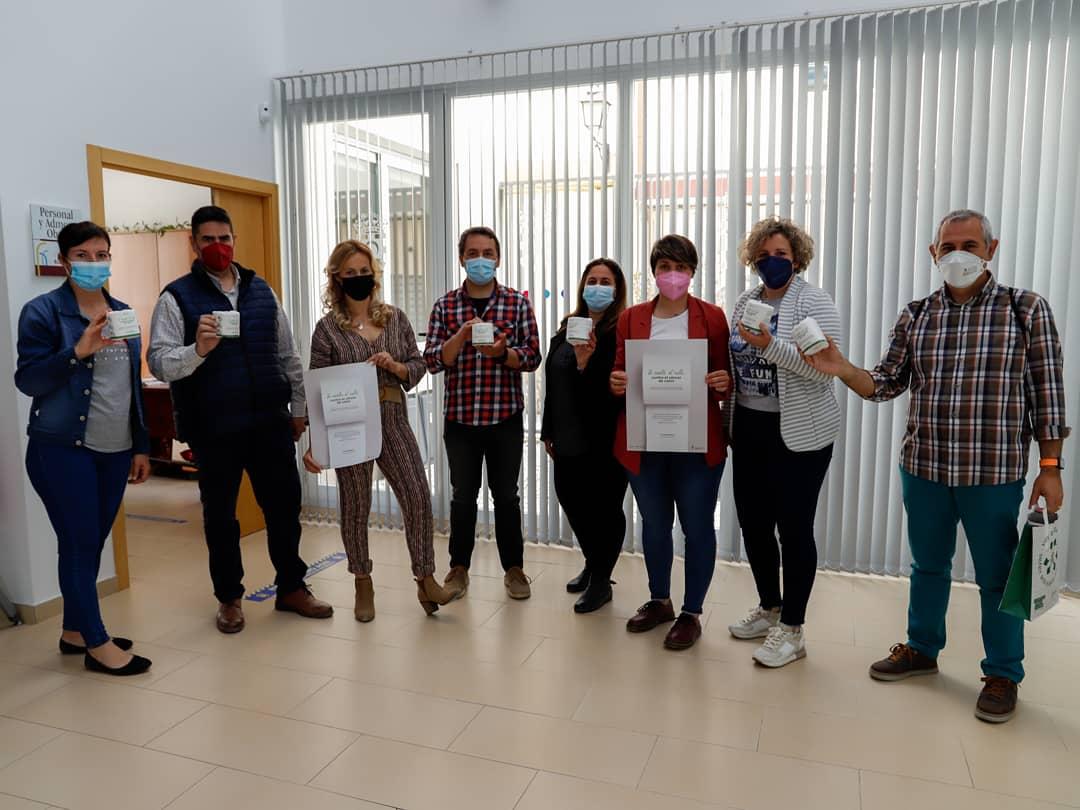 El Ayuntamiento de Huétor Tájar y la AECC activan la campaña 'Te suelto el rollo contra el cáncer de colon'
