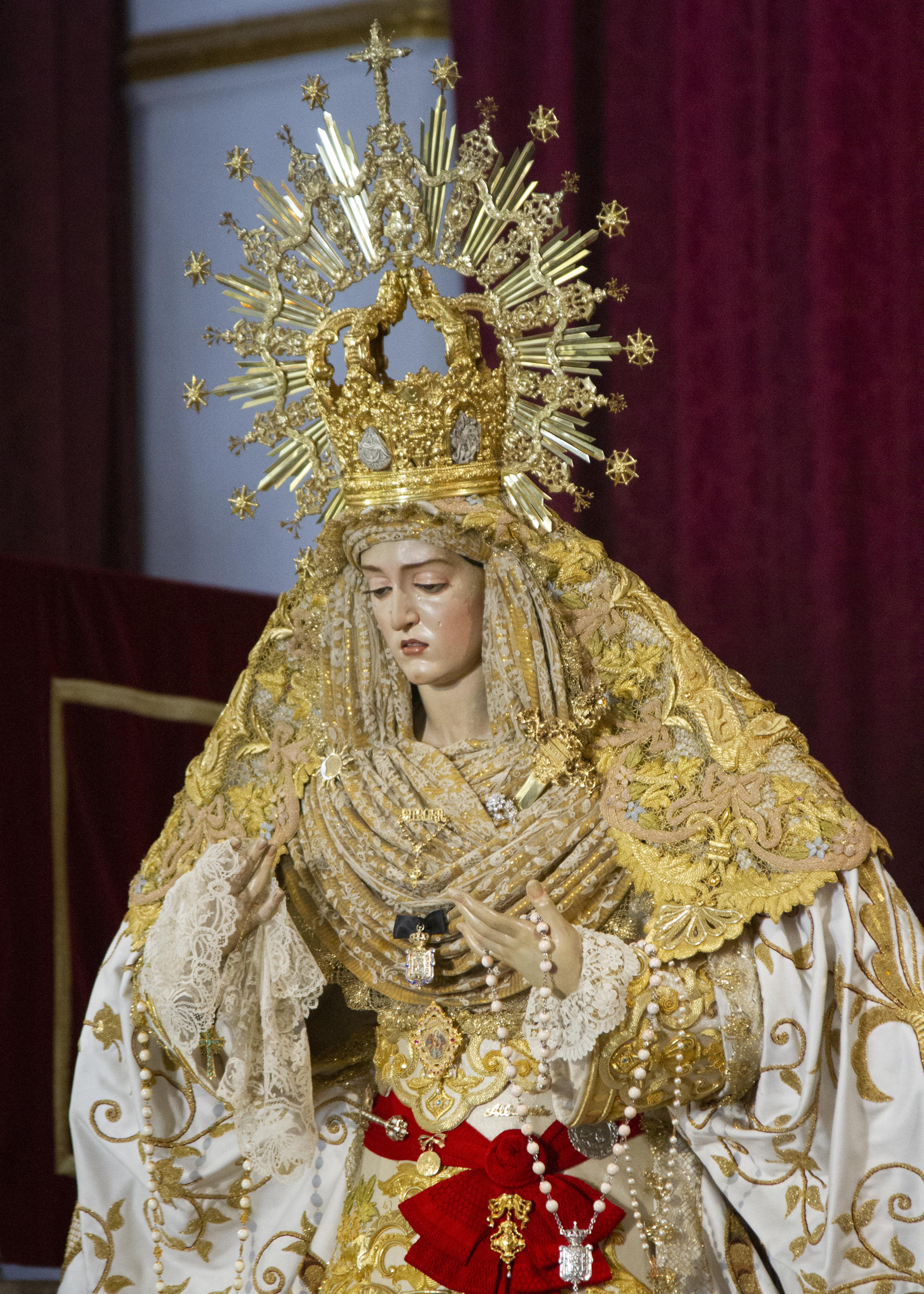 Semana Santa: Colas en la Plaza de San Miguel Bajo