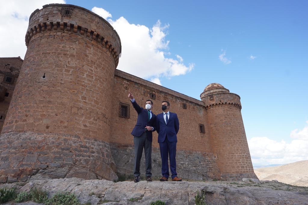 La Junta busca fórmulas de colaboración para la puesta en valor del Castillo de La Calahorra