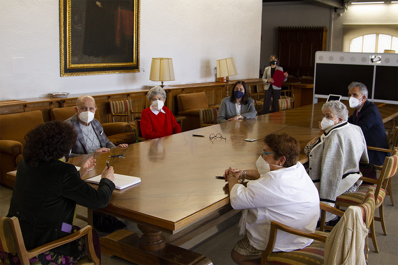 La familia Morales Alguacil dona la colección de cerámica Agustín Morales Alguacil-Fábricas San Isidro a la UGR