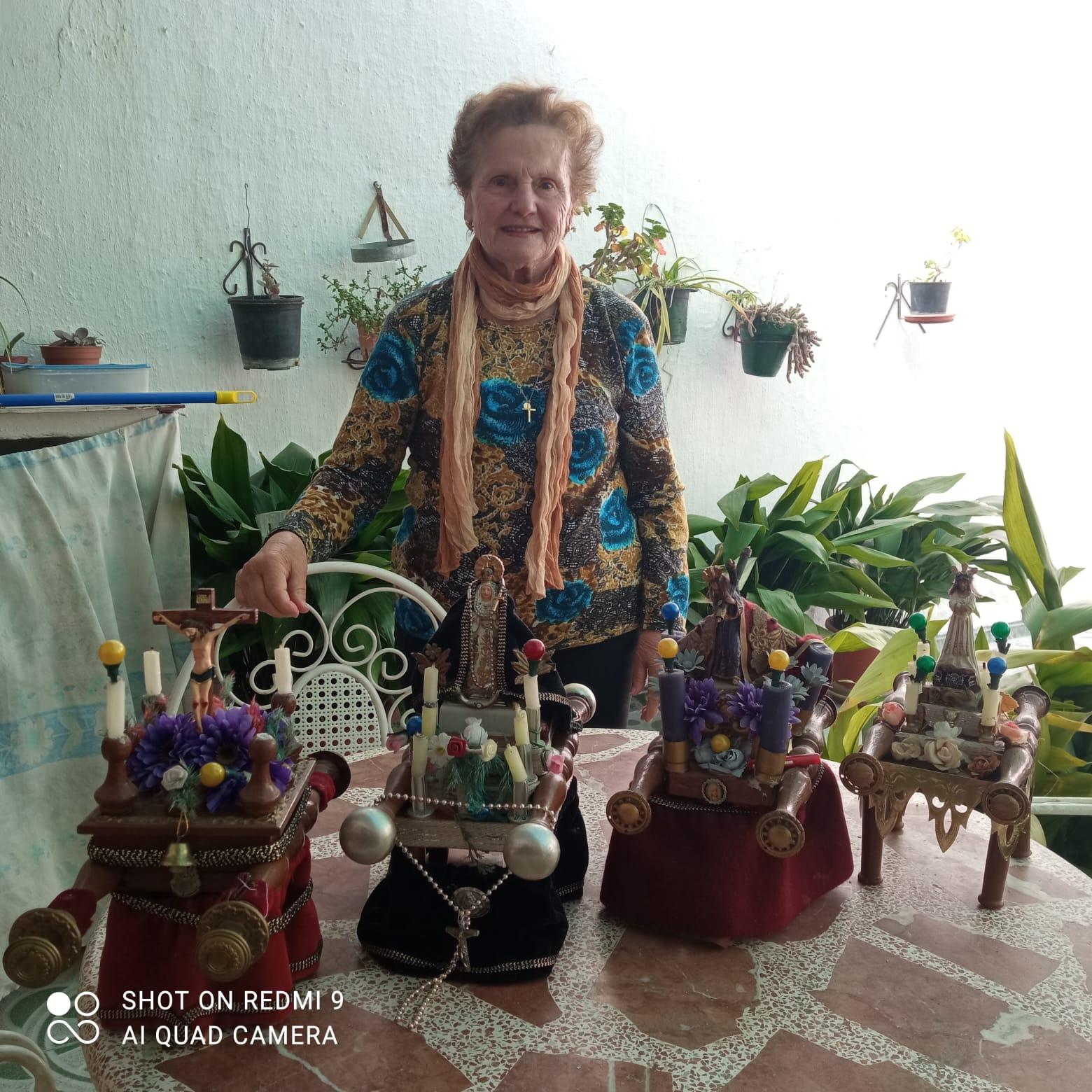 Mayores de Huétor Tájar fabrican pasos de Semana Santa con materiales reciclados que encuentran en casa