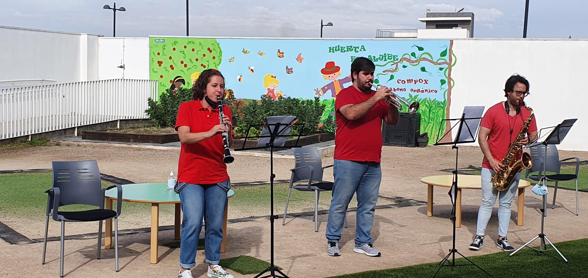 Un particular 'Cantajuegos' alegra a las escuelas infantiles de Cúllar Vega con música en directo