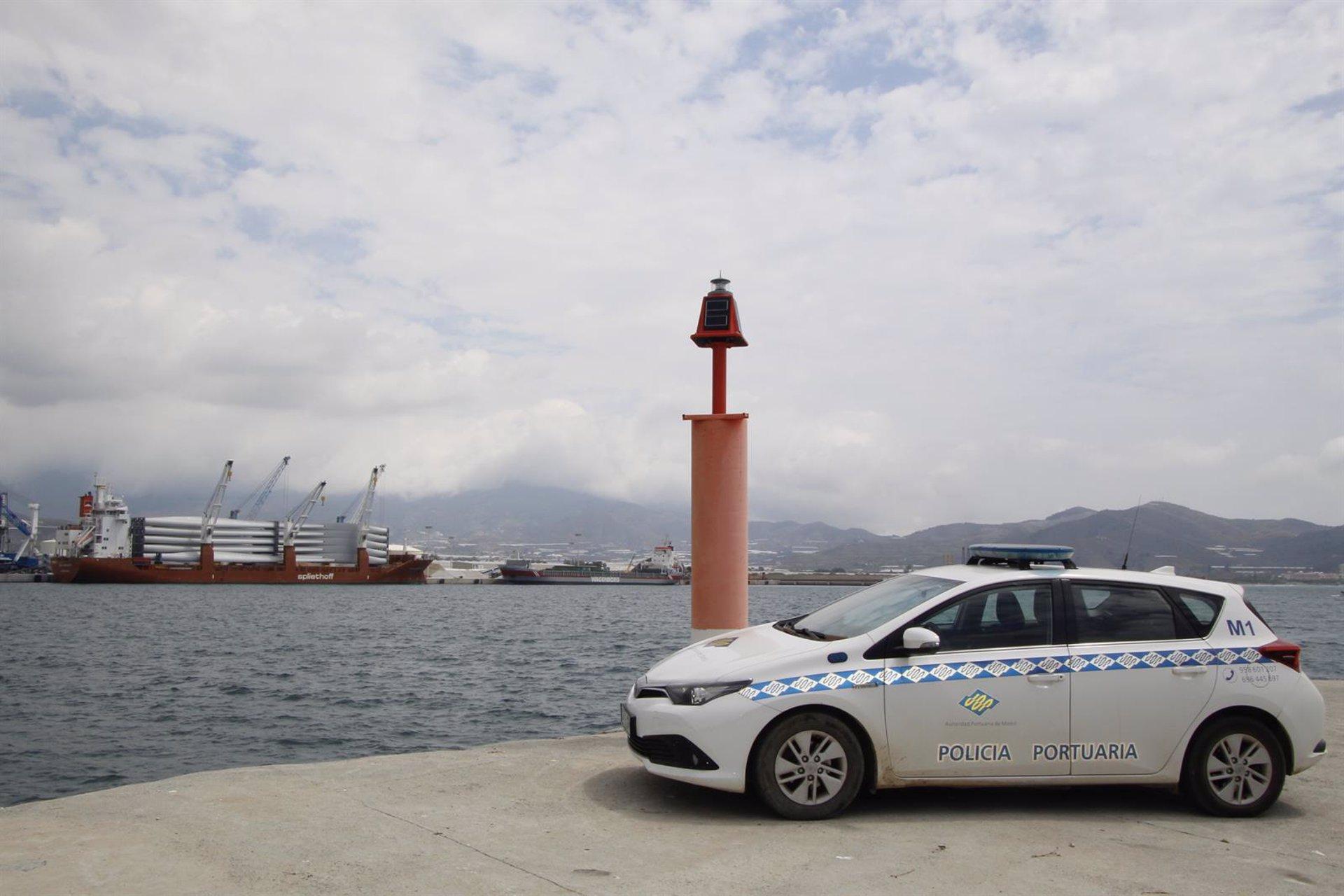 El puerto de Motril implanta un sistema de control remoto en los faros