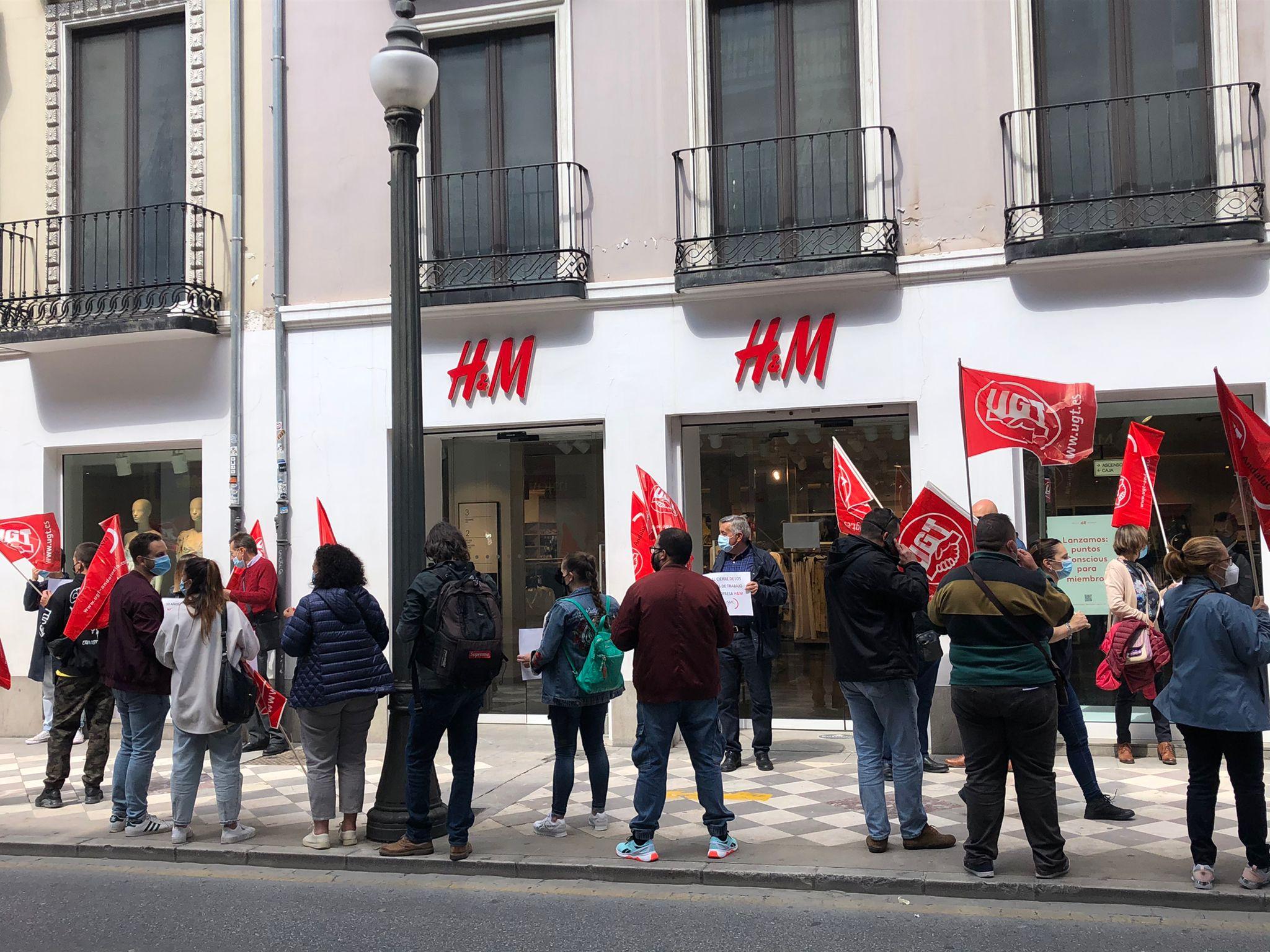 Los trabajadores de H&M rechazan el cierre de las tiendas en Granada