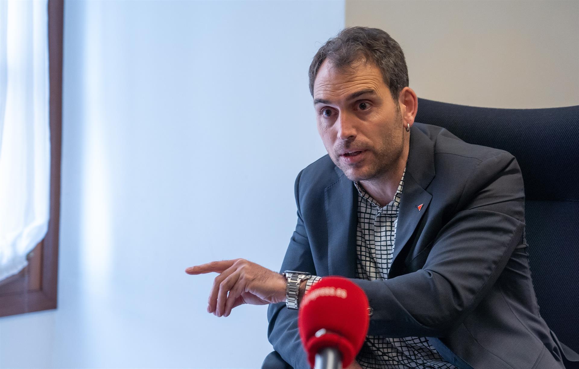 Valero ve «ruin» que la Junta haga «oposición» al Gobierno por las vacunas cuando «debería estar agradecida»
