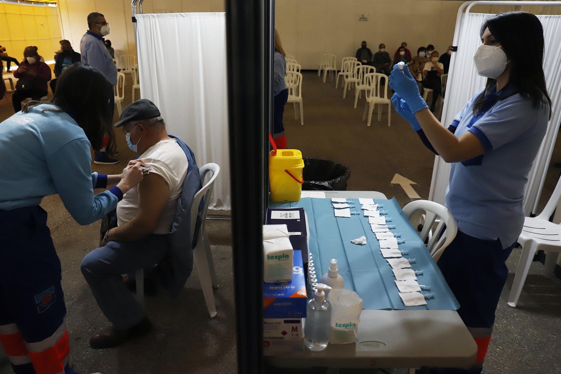 64.149 granadinos ya han sido vacunados con las dos dosis, 536.905 personas en Andalucía