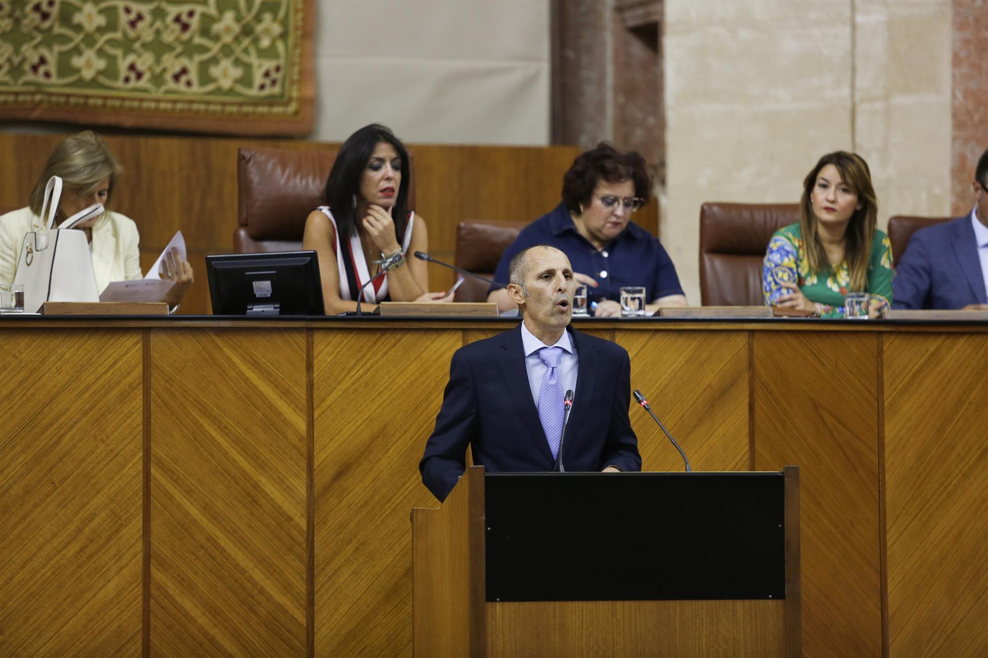 Interinos piden al Parlamento impulsar debate de ILP tras ejemplo de La Rioja, que los hace fijos sin proceso selectivo