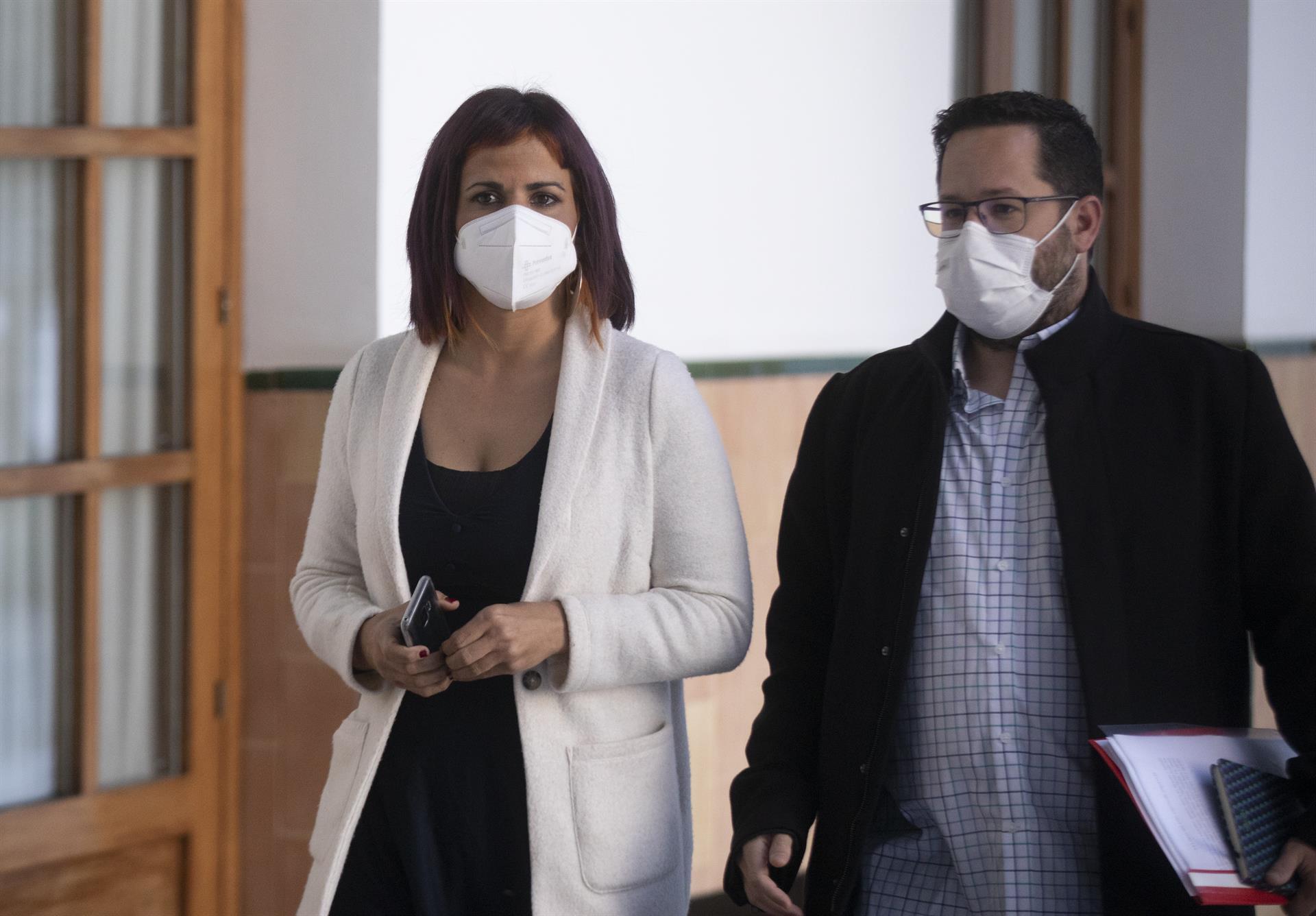 La Junta se opone a la ley de bajada de ratios de los diputados afines a Teresa Rodríguez por su «impacto económico»