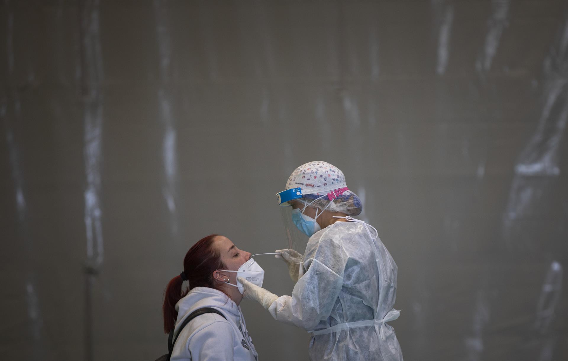Granada sigue siendo la provincia con más hospitalizaciones Covid con 368, 72 de ellos en UCI, que hoy registra 390 nuevos contagios