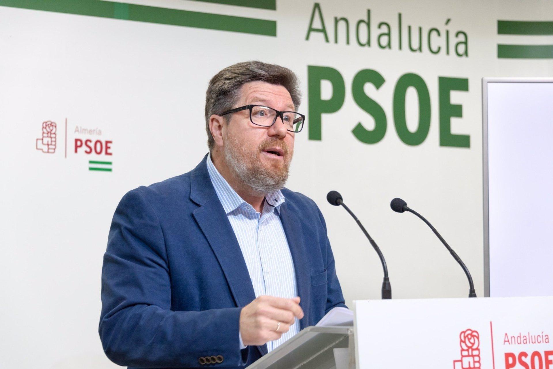 PSOE-A afea a Moreno «haber enchufado a más de 4.500 personas en la Junta en 24 horas de manera ilegal»