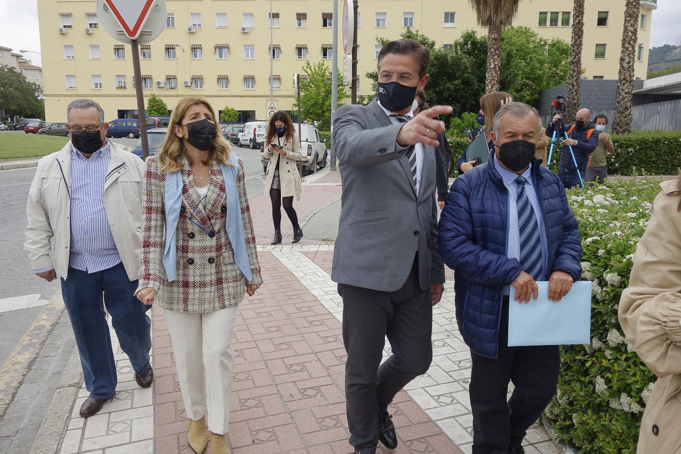 El alcalde visita el barrio de San Francisco Javier y el solar del futuro centro de salud