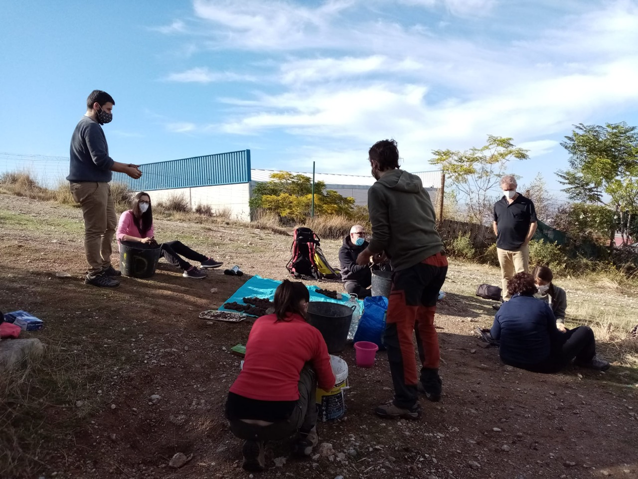 Vecinos de Monachil reforestan con encinas el Parque Natural de Sierra Nevada