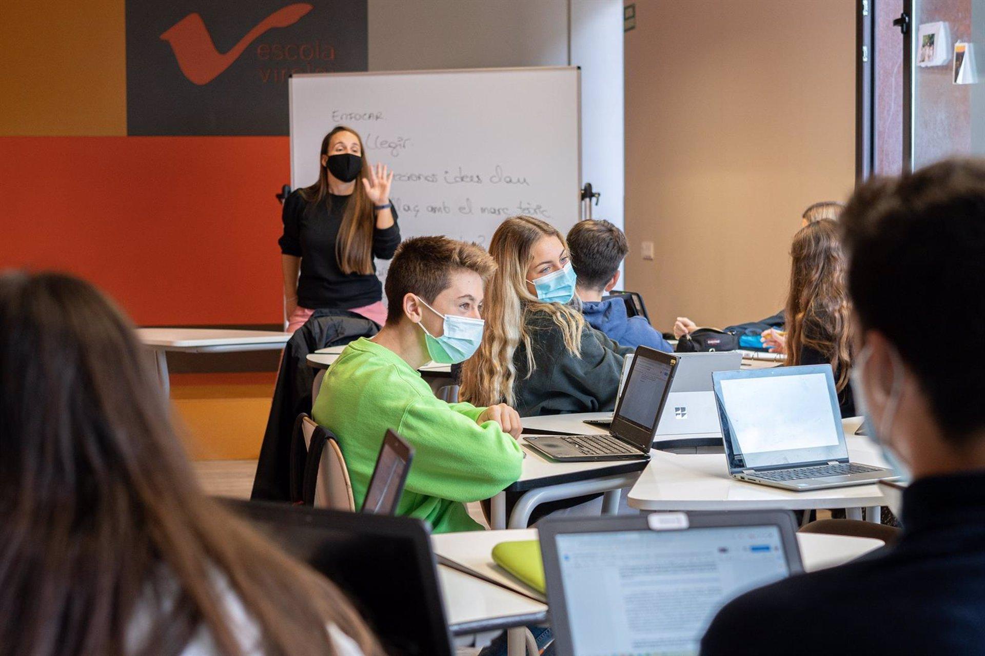 Tres equipos de estudiantes de la provincia participan en el campus virtual Educaixa
