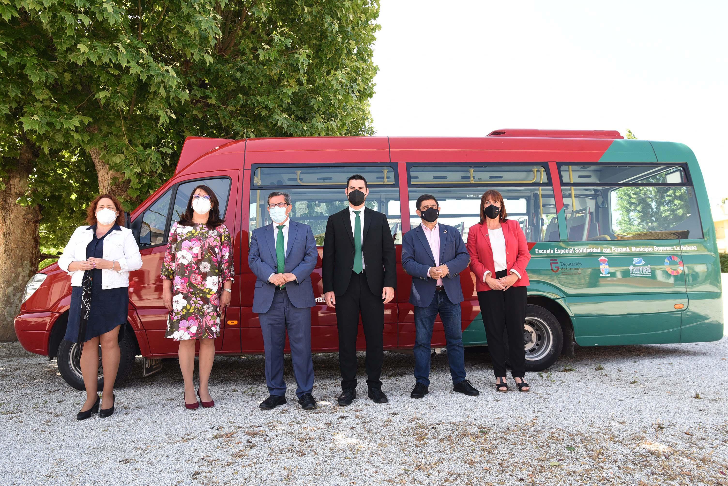 El Fondo Andaluz de Municipios para la Solidaridad envía a Cuba un minibús para un colegio de educación especial