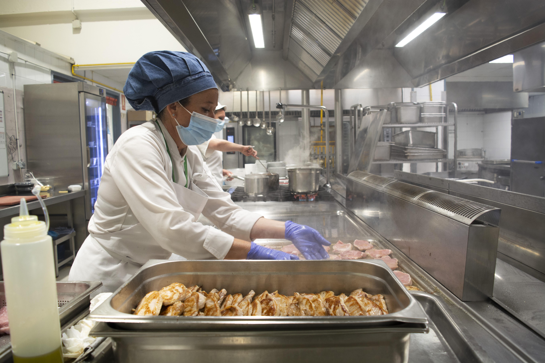 El Hospital Virgen de las Nieves ofrece elección de menú a pacientes hospitalizados