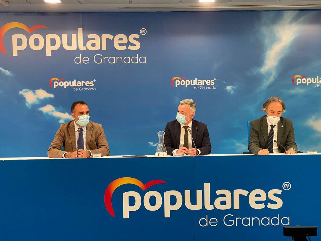 El PP defiende la gestión de la Junta de la sanidad pública andaluza