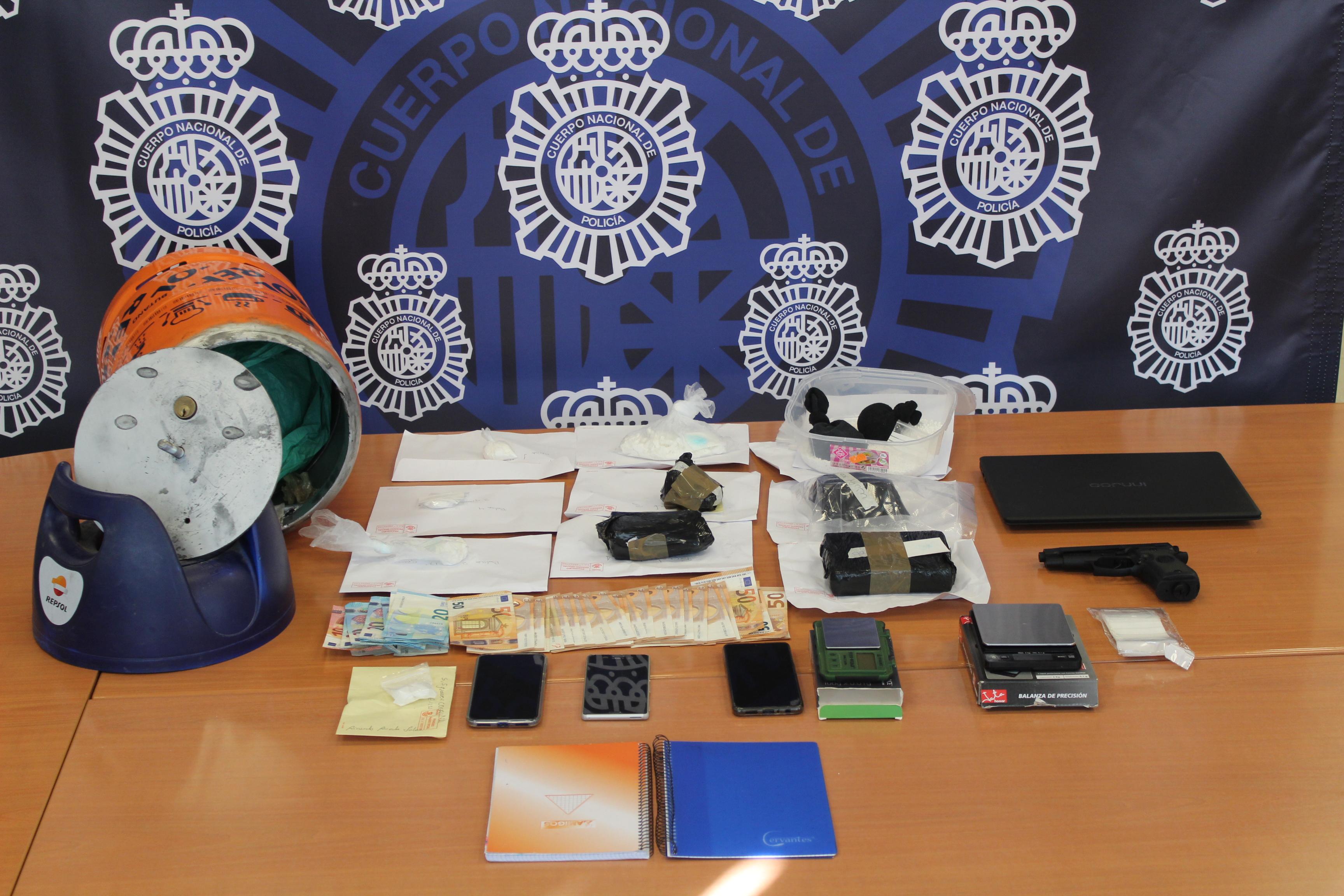 La Policía descubre en una bombona de butano manipulada un alijo de 1,2 kilos de cocaína