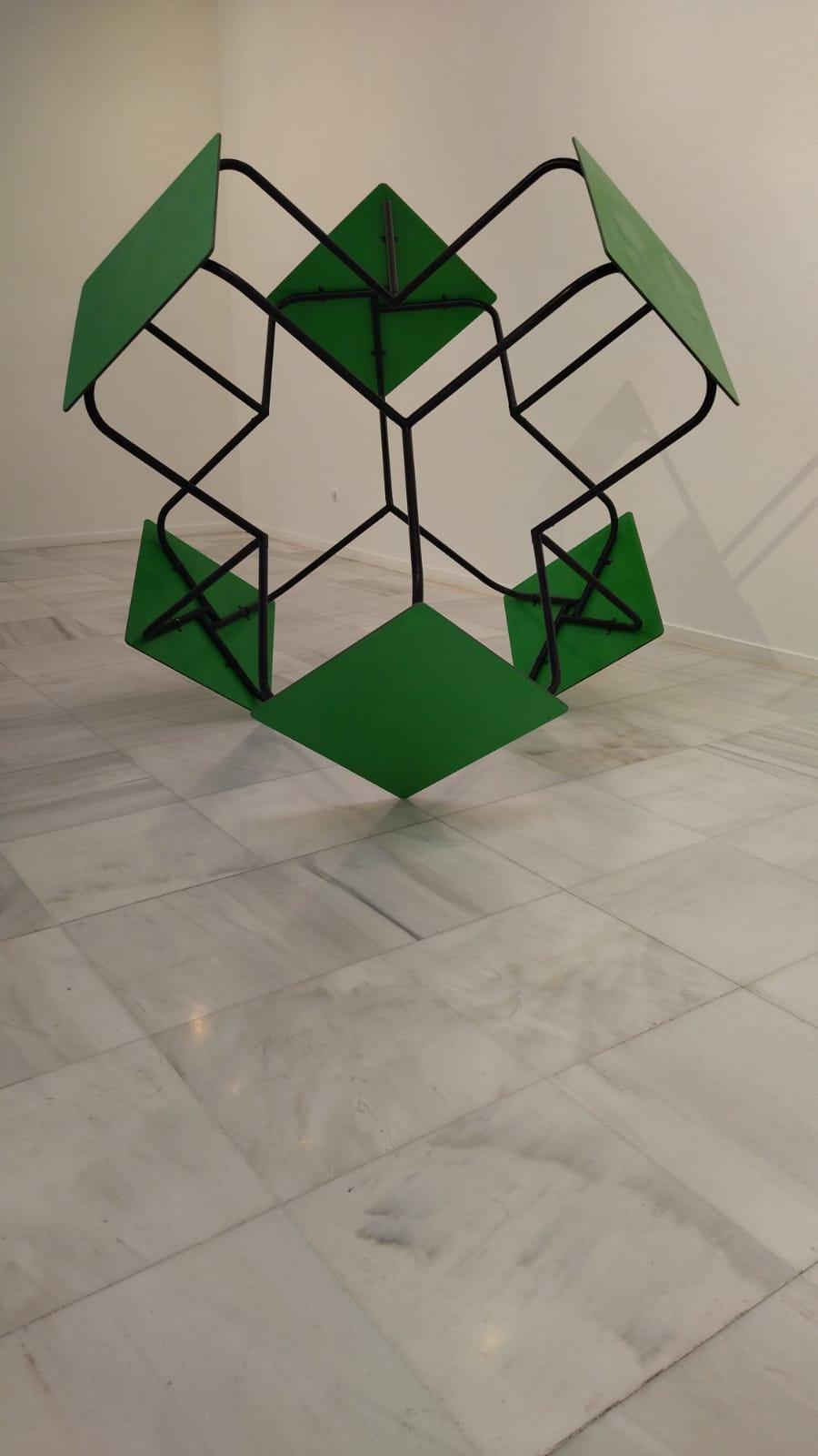 La mesa se convierte en el objeto creativo del artista Fernando G. Méndez en la exposición que FACBA 21 lleva al Centro Damián Bayón